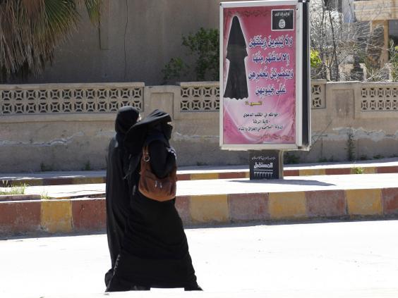 Veiled_women_in_ISIS.territory.jpg