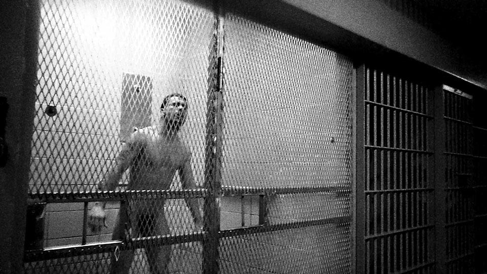 Парни в тюрьме в душе фото 579-378