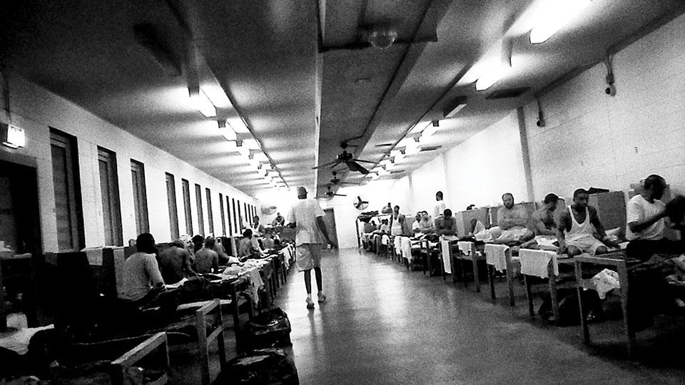 Секс в тюрьме охранники видят фото 167-94