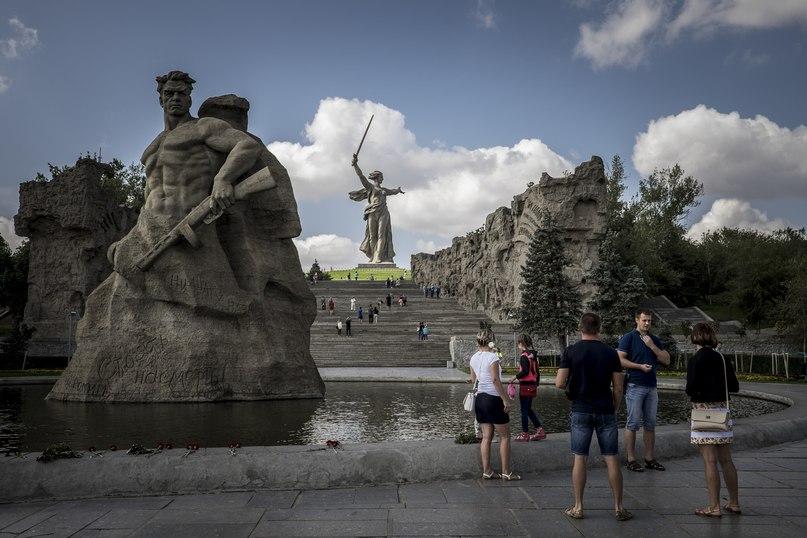 Скульптура «Родина-мать зовет» на Мамаевом кургане в Волгограде