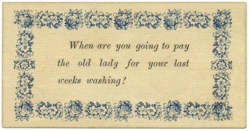 «Так когда ты собираешься заплатить той пожилой леди за стирку на прошлой неделе?». Не очень понятно, что значит эта фраза, найденная сразу на нескольких карточках. Фото: из коллекции Алана Мэйса.