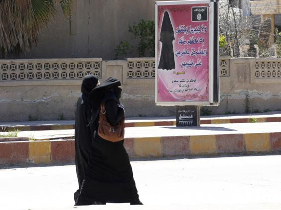 Veiled_women_in_ISIS.territory.jpg