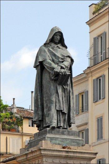 Статуя Джордано Бруно на площади Кампо-деи-Фиори в Риме.