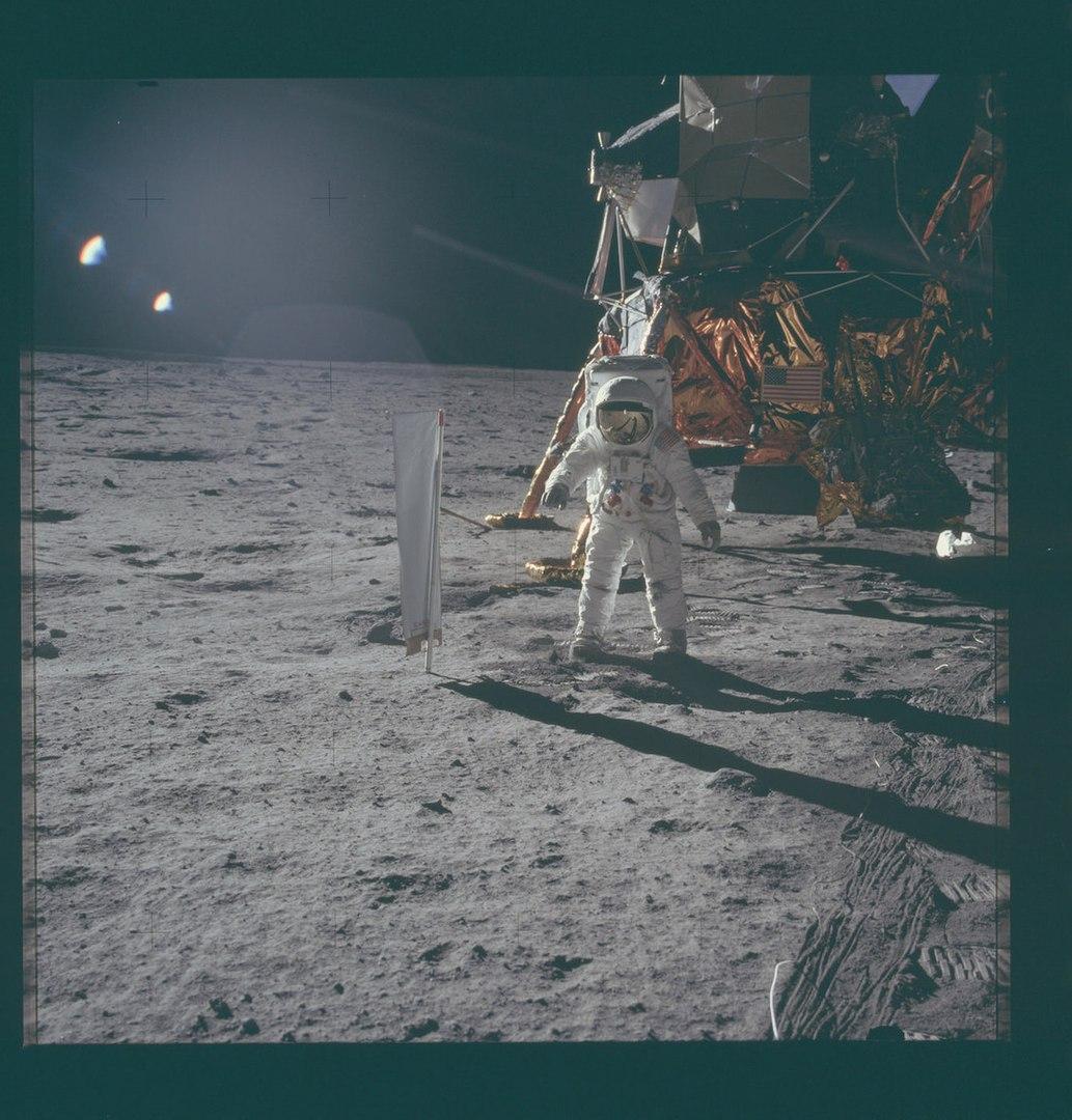 В результате миссии «Апполон-11» было оставлено несколько объектов.Фото: NASA