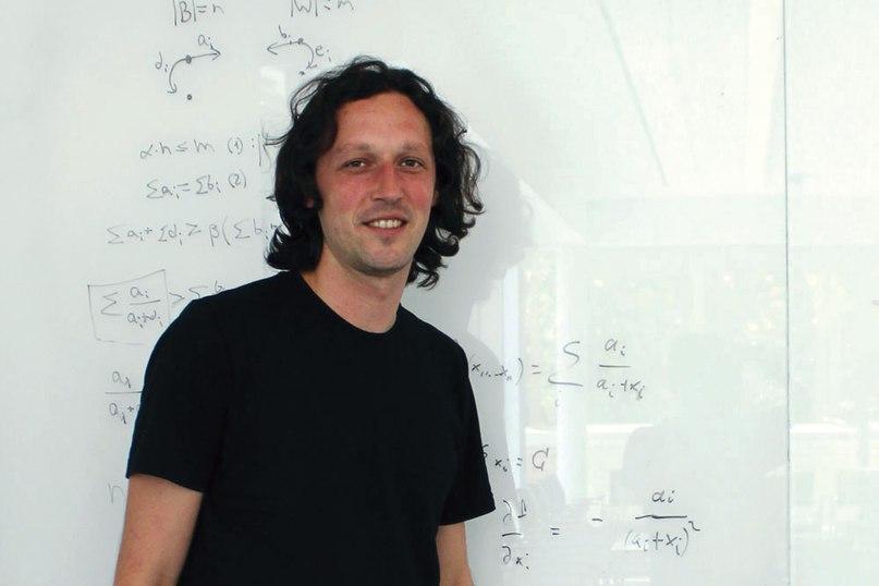 Яков Бабиченко, доказавший, что время достижения равновесия Нэша может превзойти возраст вселенной.