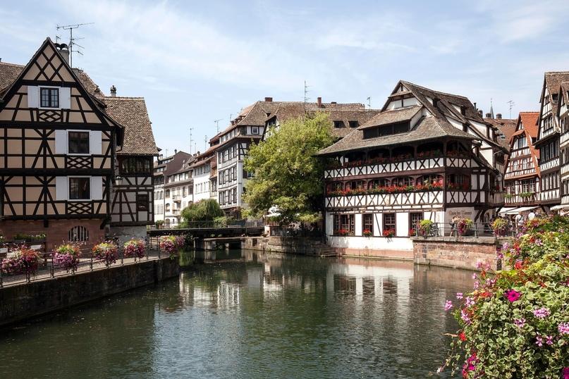 Прошло пятьсот лет с того лета, когда город охватила танцевальная мания. Страсбург. Источник: Harry Laub/imagebroker/Rex/Shutterstock